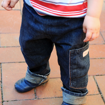 DIY : transformez un jean en jean pour petit enfant